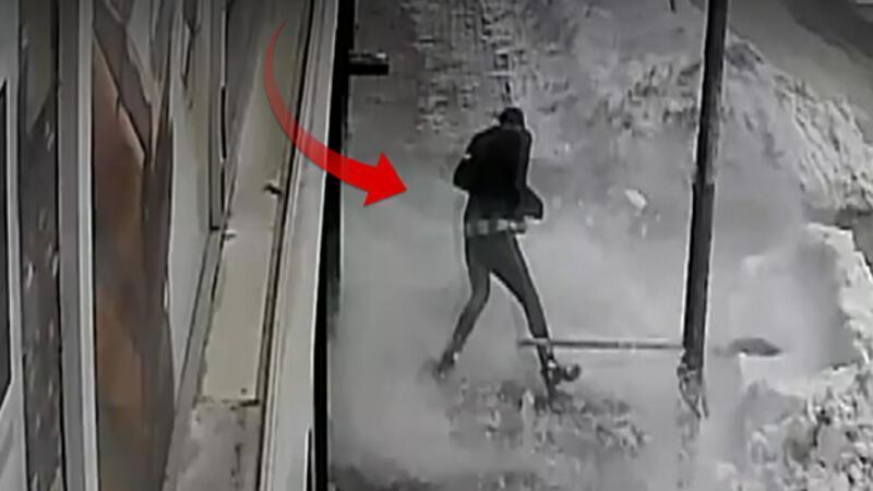 Muş'ta iş yerinin önünü temizlerken ölümden kıl payı kurtuldu