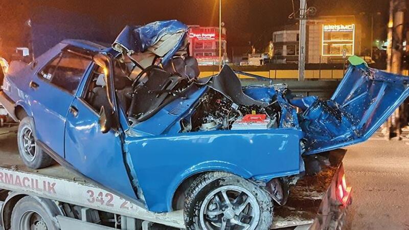 Bursa'da aşırı hız nedeniyle kontrolden çıkan otomobil ağaca çarptı, sürücü ağır yaralandı