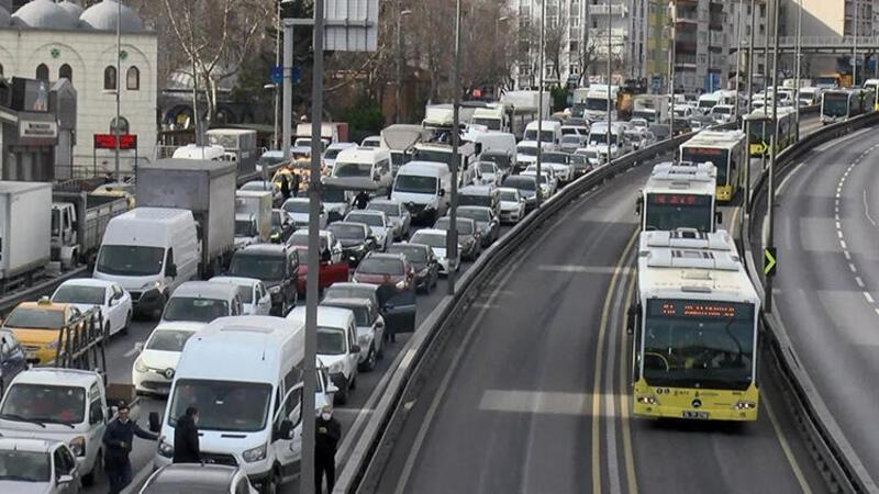 Avcılar'da kısıtlamaya rağmen yoğun trafik