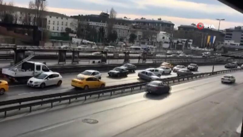 Yol çalışmasından kaçmak için ters şeride giren sürücüler trafiği kilitledi