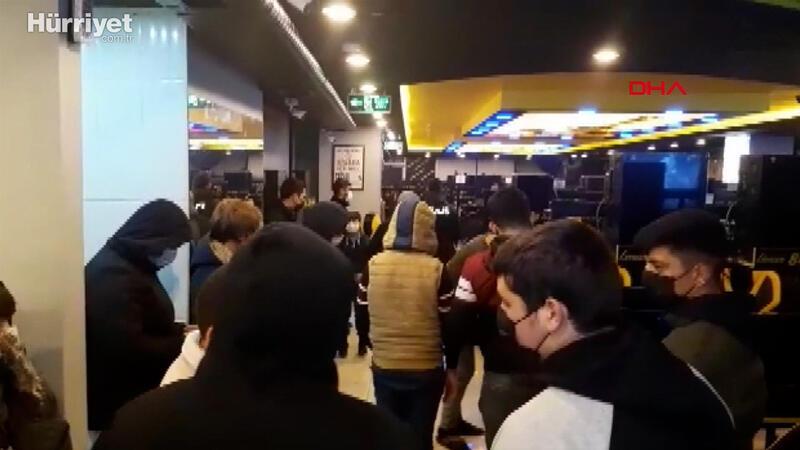 Kısıtlamayı ihlal eden 50 kişi internet kafede yakalandı