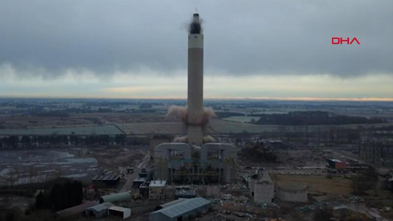 182 metrelik dev elektrik santrali bacası 4 saniyede yıkıldı
