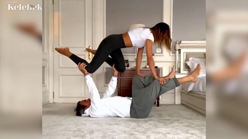 Zeynep Tokuş, eşi Yılmaz Aslantürk ile yoga öncesi ısınma hareketleri