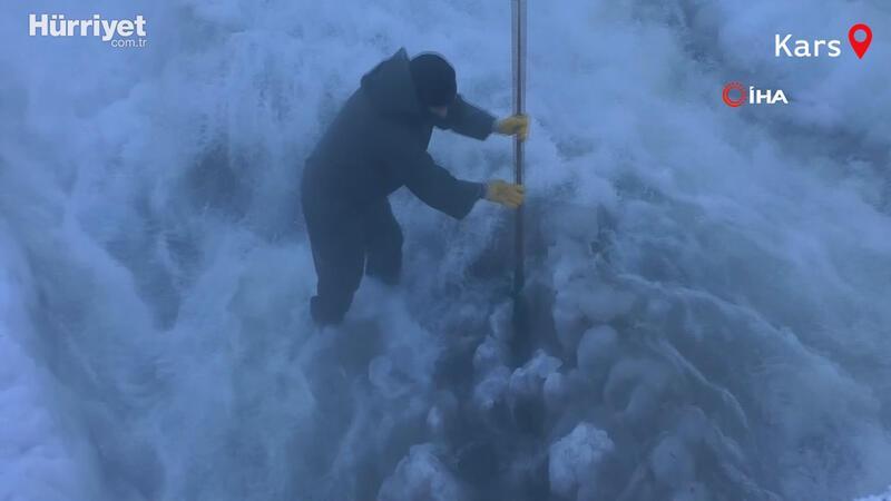 İşçilerin eksi 30 derece buz mesaisi