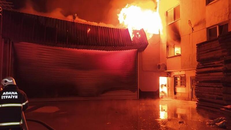 Adana'da mobilya fabrikasında yangın