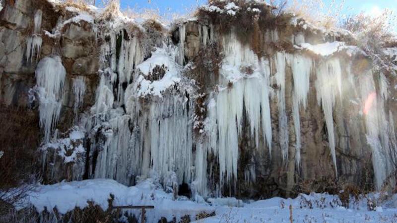 Erciş'te buz sarkıtlarının görsel şöleni