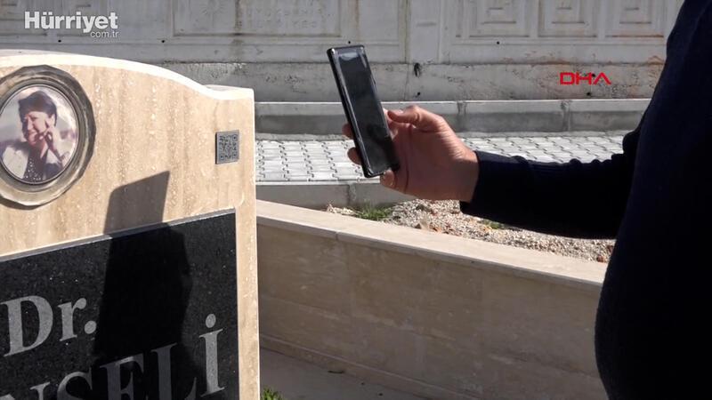 Mezar taşındaki karekodlu sistemle, vefat  eden kişinin bilgileri okunuyor