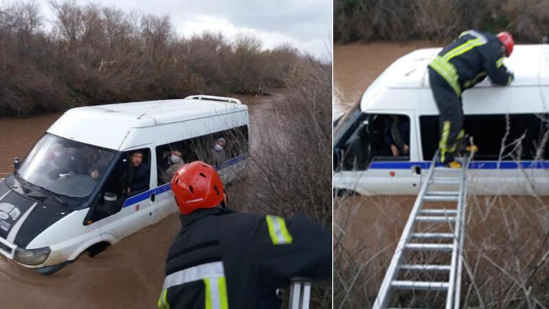 Manisa'da çayda çamura saplanan minibüsteki 10 kişi merdivenle kurtarıldı