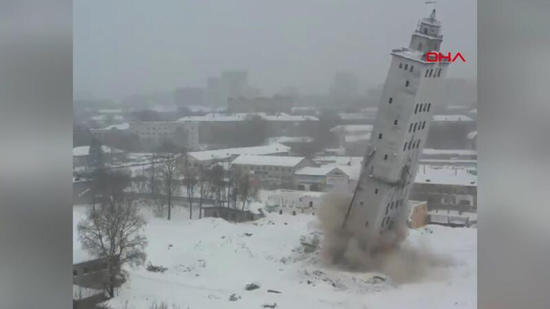 Rusya'da 40 metrelik tahıl asansörü 5 saniyede yıkıldı