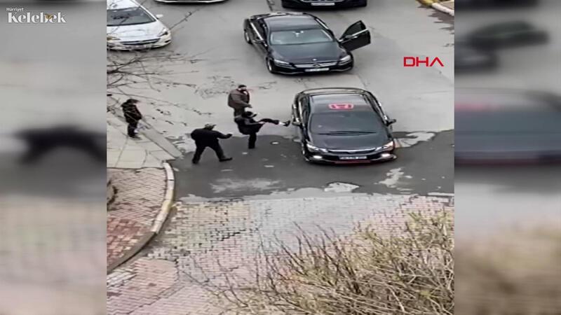 Sokak ortasında tartışma tokatlı kavgaya dönüştü, trafik kilitlendi