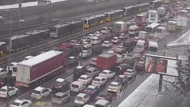 D-100'de yoğun trafik! Bazı noktalarda trafik tamamen durdu
