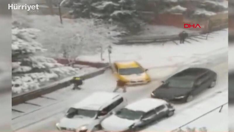 Üsküdar'da buzlanan sokağın savaş alanına döndüğü anlar: 2 yaralı
