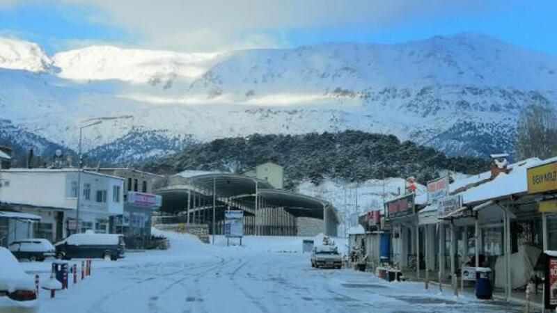 Antalya'da yıllar sonra kar yağdı