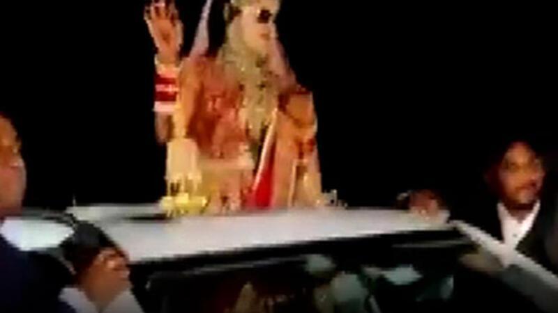 Hindistan'da düğün konvoyundaki görünmez kaza anı kamerada