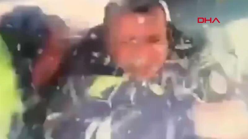TIR'ın devriye polisine çarptığı feci kaza kamerada