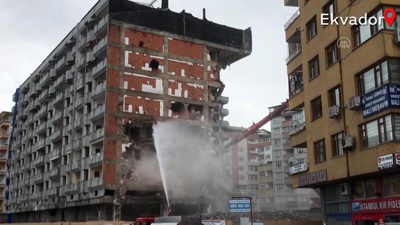 Kentsel dönüşüm projesi kapsamında bazı yapılar yıkıldı