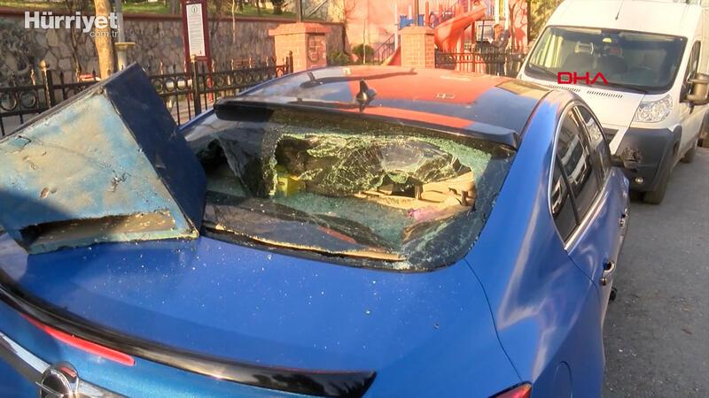Beyoğlu'nda para alamayınca dayısının otomobilini parçaladı