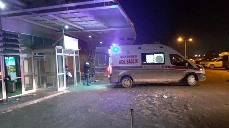 Ağrı'da bir kişi, eşi ve 3 çocuğunu bıçakladıktan sonra kendisini de yaraladı