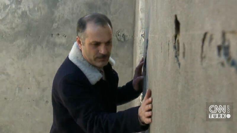 Ünlü sanatçı 30 yıl sonra evine kavuştu, duvarları öptü!