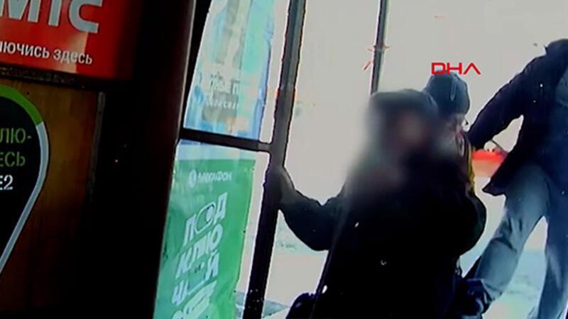 Rusya'da yaşlı adama tekme atan saldırgan kamerada!