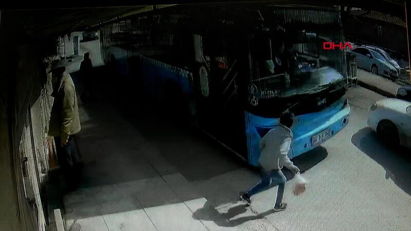 Halk otobüsünün çarptığı çocuk ağır yaralandı