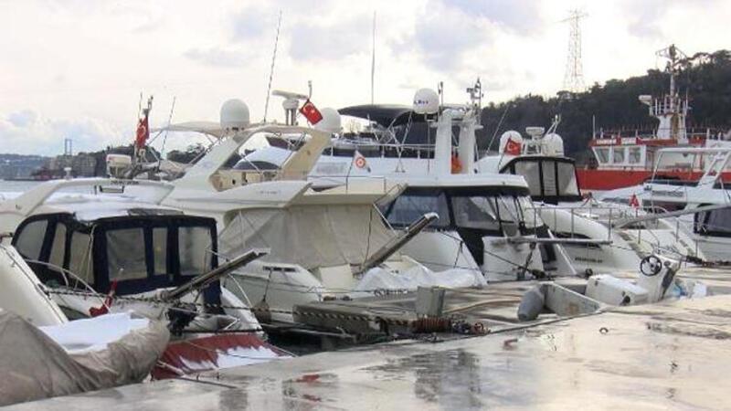 İstanbul Boğazı'ndaki sahillerde tekne ve yat yoğunluğu