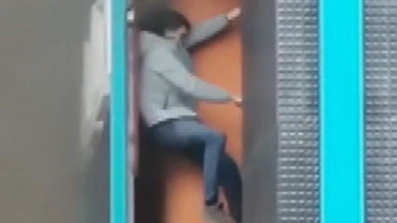 Ataşehir'de alev kapanından kaçış kamerada