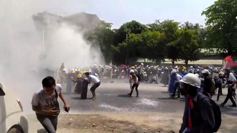 Myanmar'da güvenlik güçleri protestoculara karşı gerçek mermi kullandı