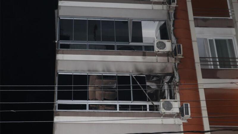 Torbalı'da apartman dairesine yangın! Belediye başkanı dahil 7 kişi dumandan etkilendi