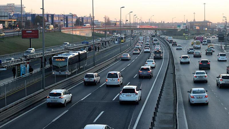İstanbul'da kısıtlamasının sona ermesiyle trafik yoğunluğu arttı
