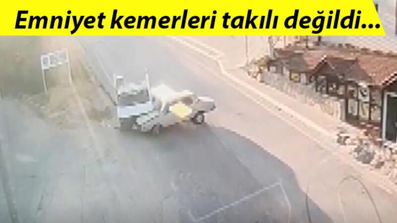 Kamyonetin çarptığı otomobildeki sürücü ve yolcu yola savruldu