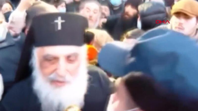 Gürcistan'da din adamları ile cemaat arasında arbede