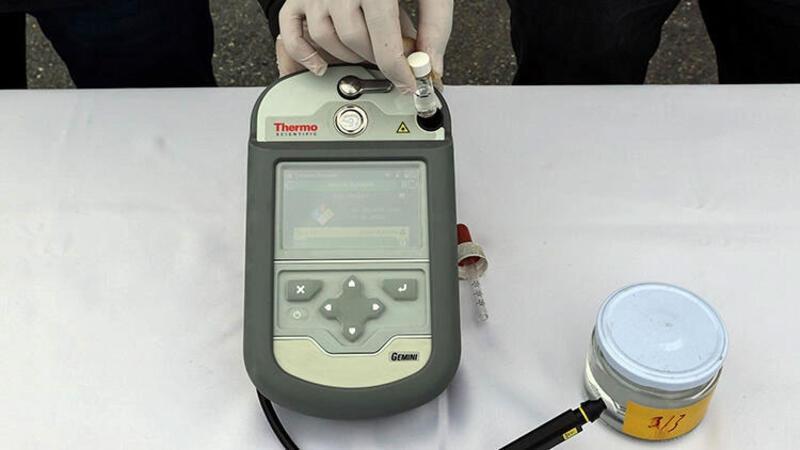 Büyükçekmece'de 9 tok asetik anhidritin ele geçirildiği operasyon anı kamerada