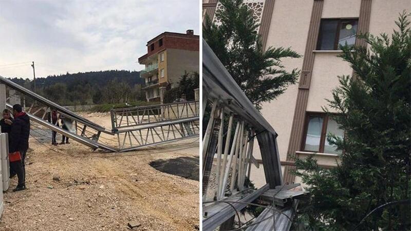 Bursa'da inşaat şantiyesinde metrelerce uzunluğundaki vinç, rüzgar etkisiyle böyle devrildi