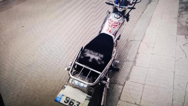 Çorum'da plakasını maskeyke kapatan motosikletliye para ve men cezası