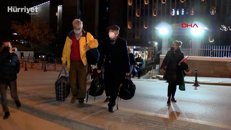 'Bildiri' soruşturmasında serbest bırakılan 14 emekli amiral adliyeden ayrıldı