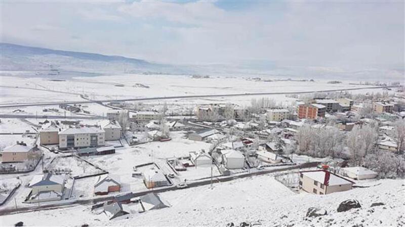 Bingöl'de gece saatlerinde başlayan kar yağışı beyaza bürüdü