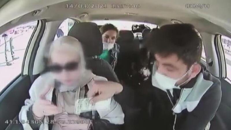 Taksici turistlerin 4 bin dolarını böyle çaldı