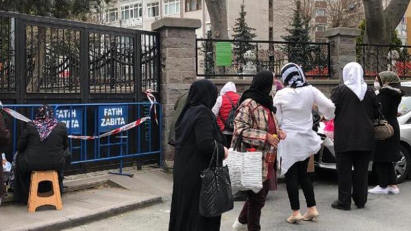 Pandemi nedeniyle kapalı olan Oruçbaba Türbesi'ne ziyaretçi akını