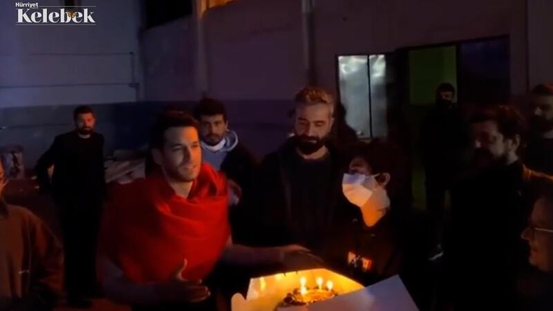 Set ekibinden sürpriz doğum günü kutlaması