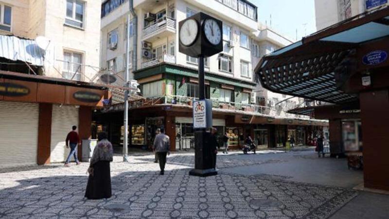Kırmızı kategorideki Gaziantep'te, çarşı ve meydanlar boş kaldı