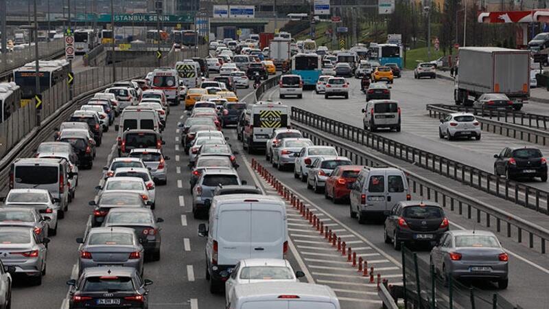 İstanbul'da mesainin bitmesiyle birlikte trafik yoğunluğu oluştu
