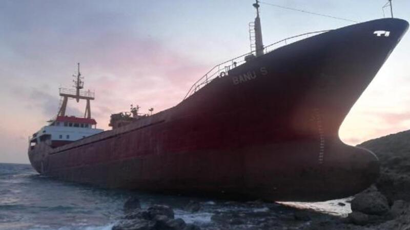 Çanakkale Bozcaada açıklarında kargo gemisi karaya oturdu