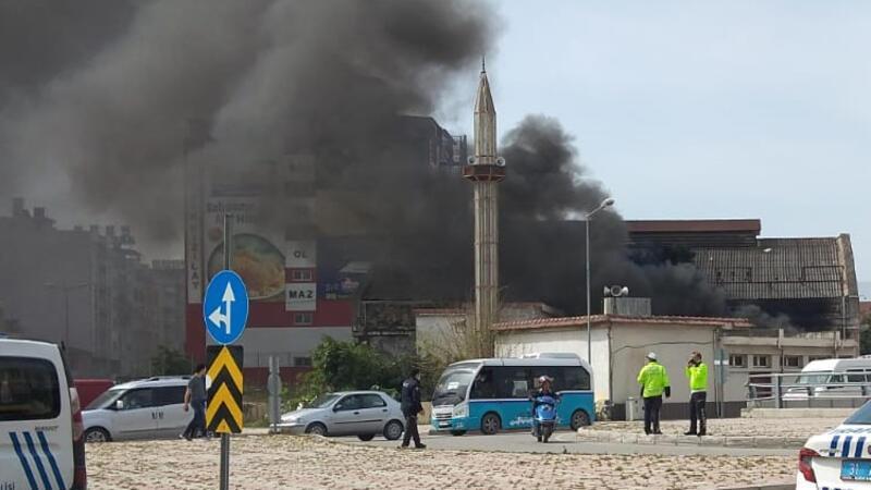 Hatay'da caminin çatısında yangın