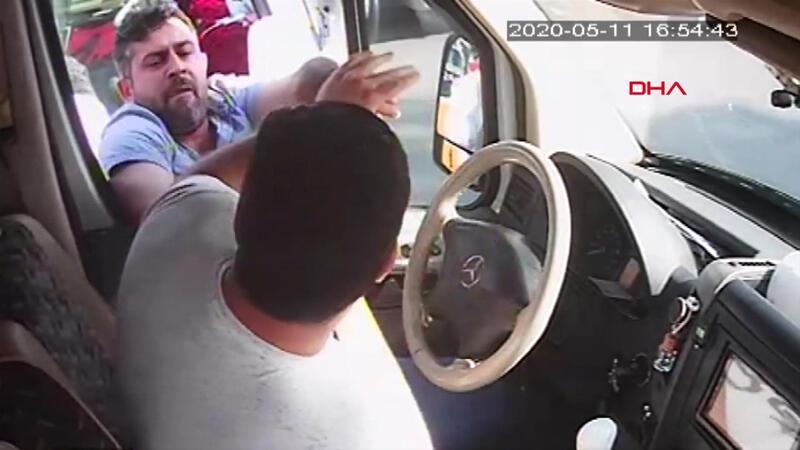 Mersin'de minibüsçüler arasında hat kavgası; korku dolu anlar
