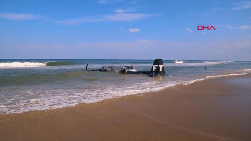 ABD'de motor arızası yaşayan gösteri uçağı denize zorunlu iniş yaptı
