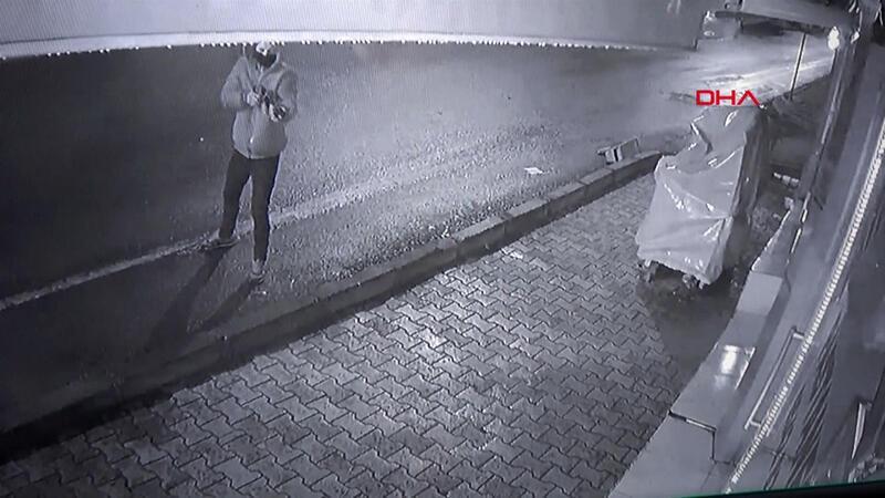 Pastanede pompalı tüfekli, yumruklu saldırı kamerada