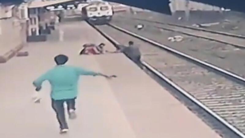 İstasyon çalışanı raylara düşen çocuğu böyle kurtardı