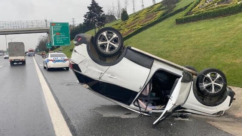 Ümraniye TEM'de trafiği kilitleyen kaza