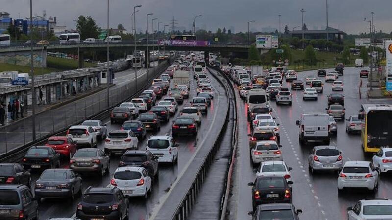 İstanbul'da kısıtlama öncesi trafik yoğunluğu yüzde 74'e çıktı